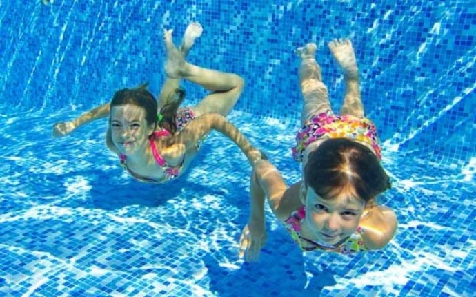 10 Classic Swimming Pool Games | HowStuffWorks